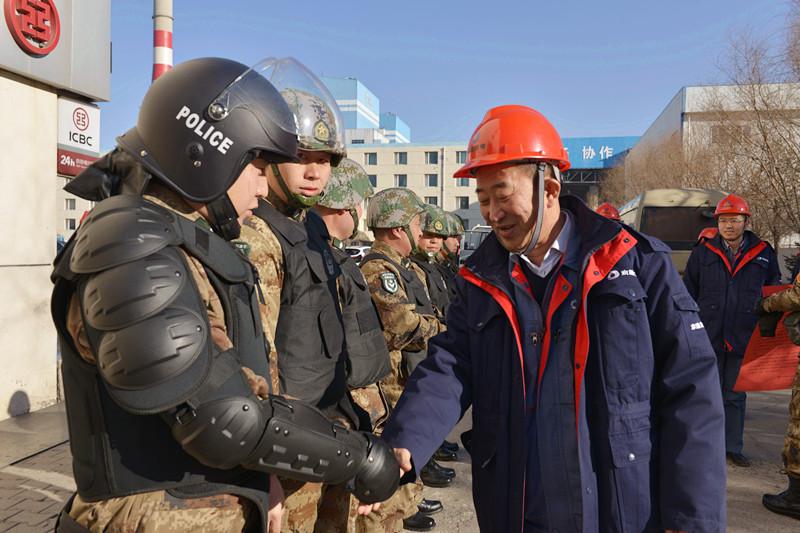 内蒙古京隆发电公司领导春节期间慰诚瑞达京隆护卫人员